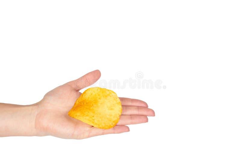 金黄土豆片用手,隔绝在白色背景 复制空间模板 库存照片
