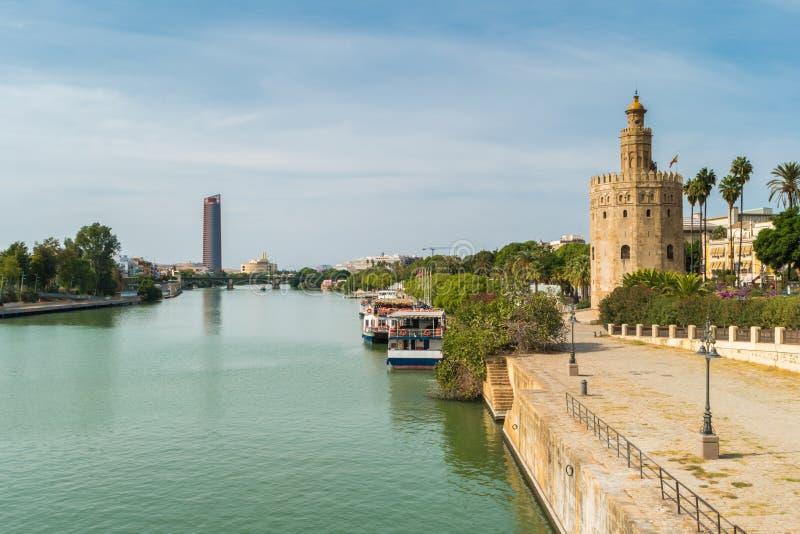 金黄塔或Torre沿瓜达尔基维尔河河的del Oro, Sevi 库存照片