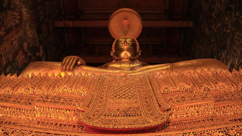 金黄大泰国菩萨艺术和的雕塑 免版税库存照片