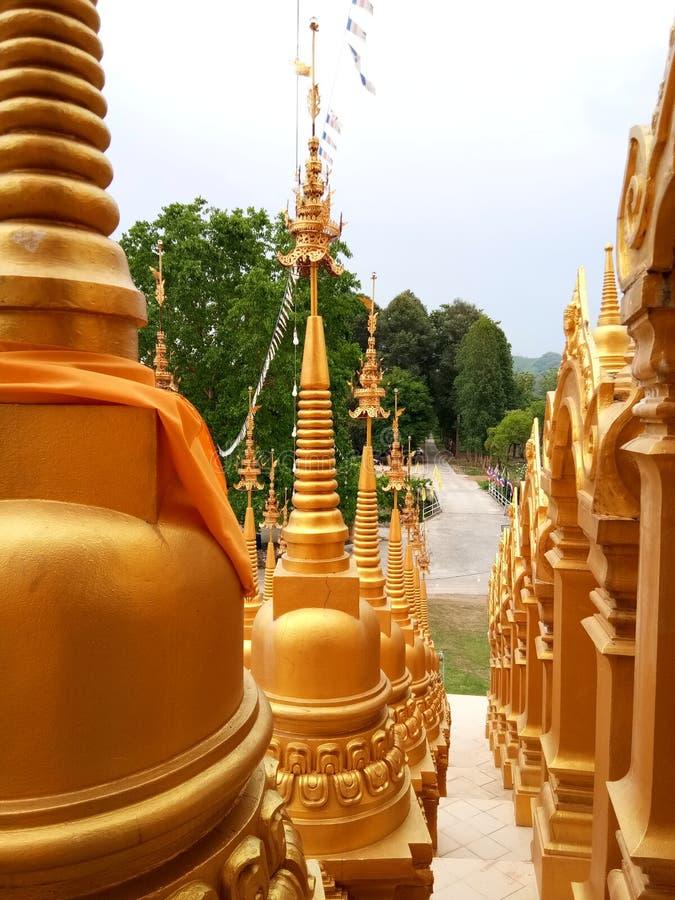 金黄寺庙一千JD泰国旅行 免版税库存照片