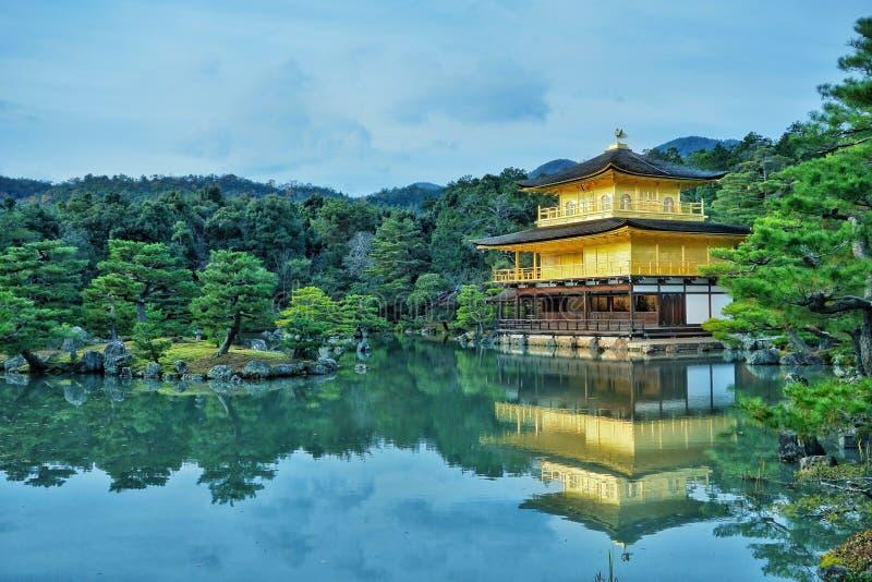 金黄寺庙, Kinkaku籍 日本京都 库存照片