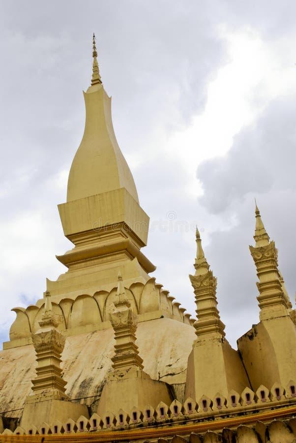 金黄寺庙(该Luang) 免版税库存图片