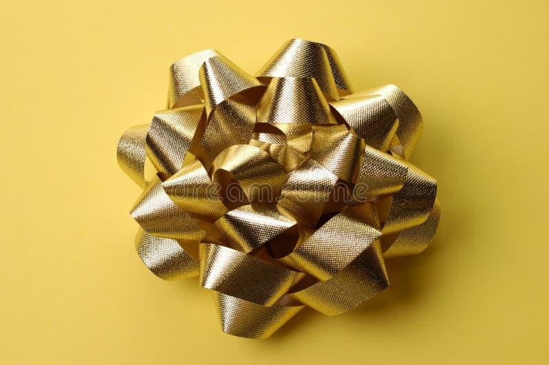 金黄弓的圣诞节 免版税库存图片