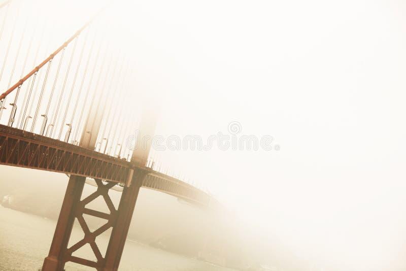 金黄桥梁 库存图片