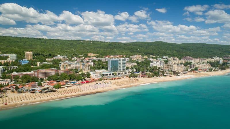 金黄沙子海滩,瓦尔纳,保加利亚- 2017年5月19日 海滩和旅馆的鸟瞰图金黄沙子的, Zlatni Piasaci 普遍的s 图库摄影