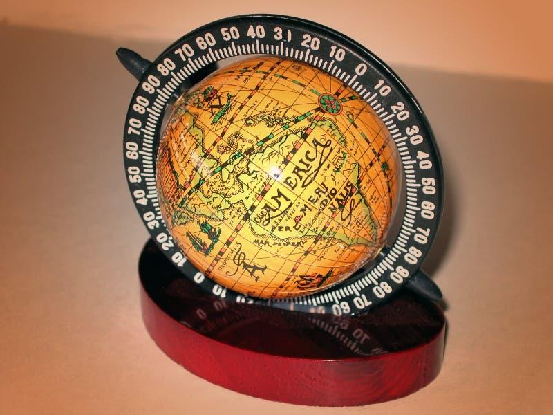 Download 金黄的地球 库存图片. 图片 包括有 极性, 行星, 圆周, 来回, 纬度, 国家(地区), 地球, 世间, 全球 - 56103