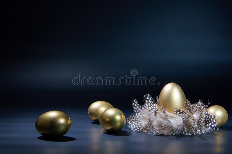 金黄的复活节彩蛋 免版税图库摄影