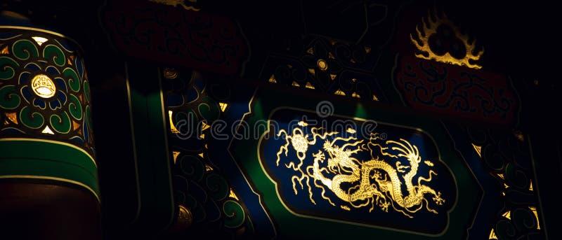 金黄的龙 结构中国传统 免版税库存照片