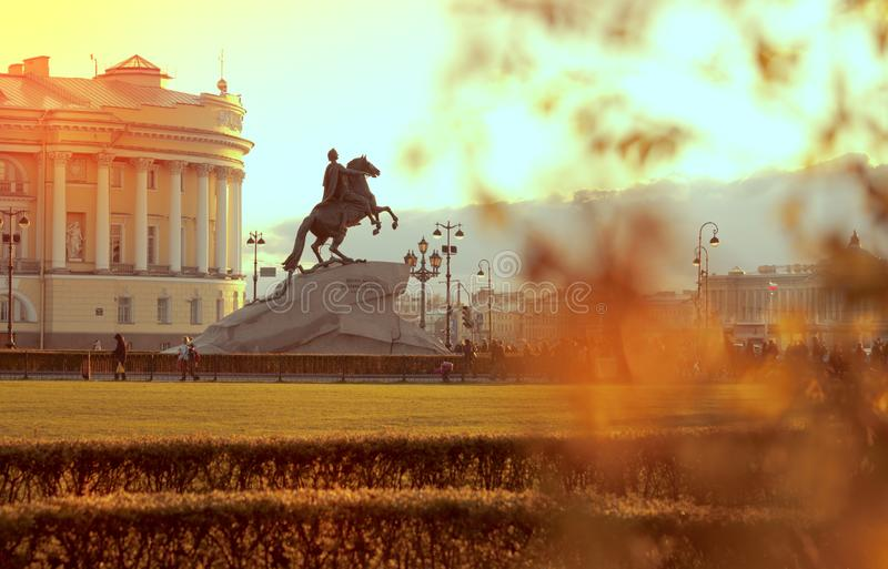 金黄秋天在圣彼德堡,俄罗斯 库存图片