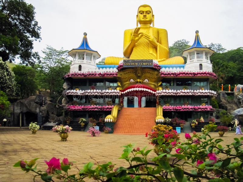 金黄菩萨的寺庙在Jambulla,斯里兰卡 免版税库存图片
