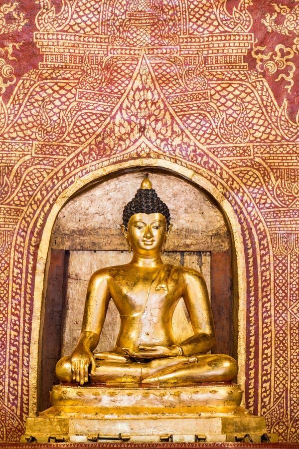 金黄菩萨Phra菩萨Sihing位于Wat Phra唱W 免版税库存照片