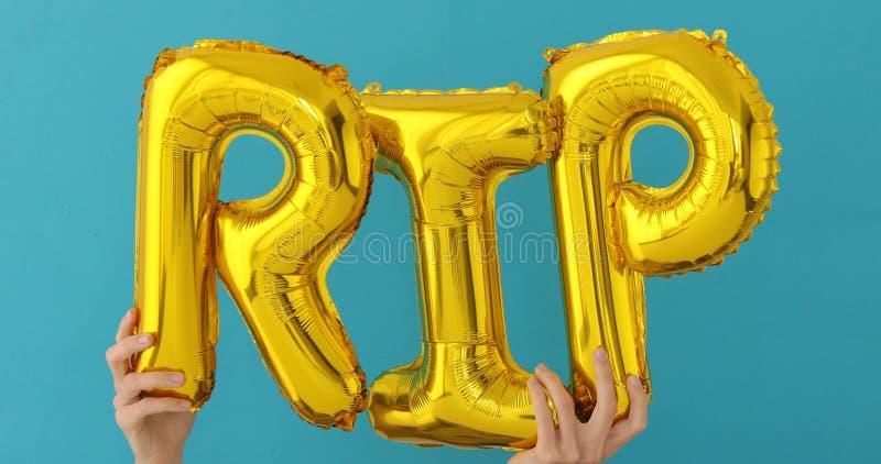 金黄裂口词由可膨胀的气球制成 免版税库存照片