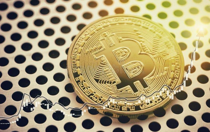 金黄Bitcoin硬币 大图形市场计算股票 贸易的概念图象 图库摄影