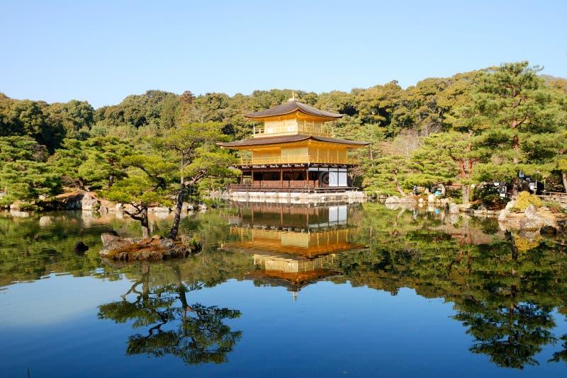 金黄kinkakuji京都pavillion寺庙 免版税库存照片
