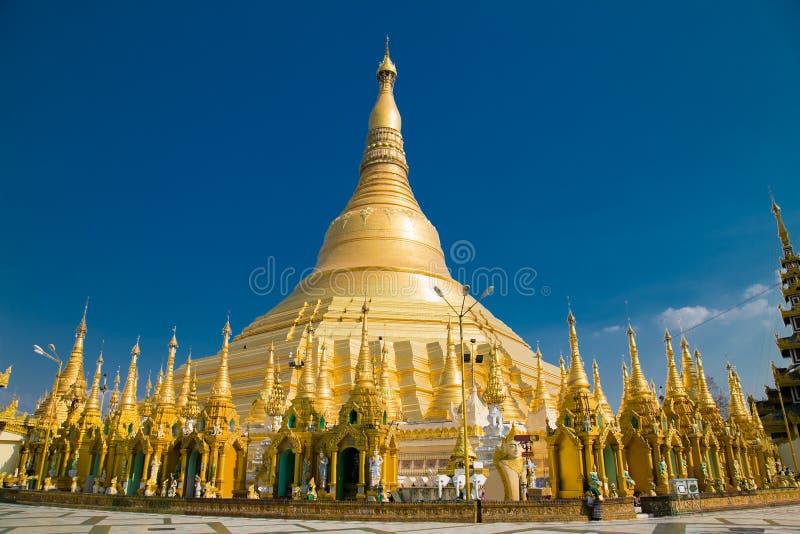 金黄shwedagon佛教stupa在仰光,缅甸.