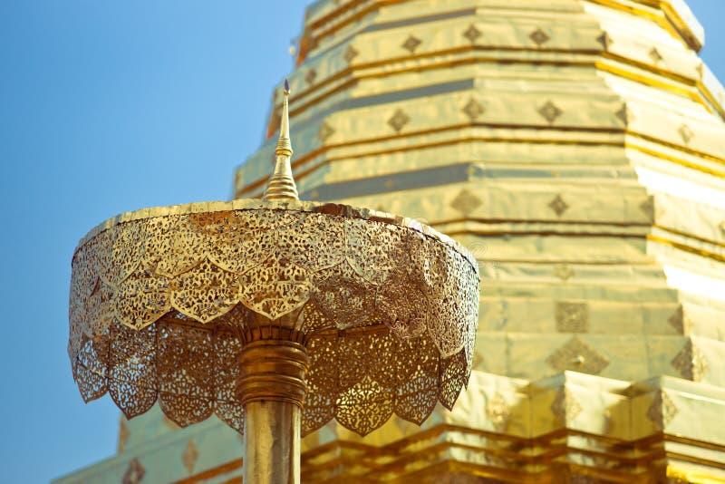 金黄stupa 库存图片