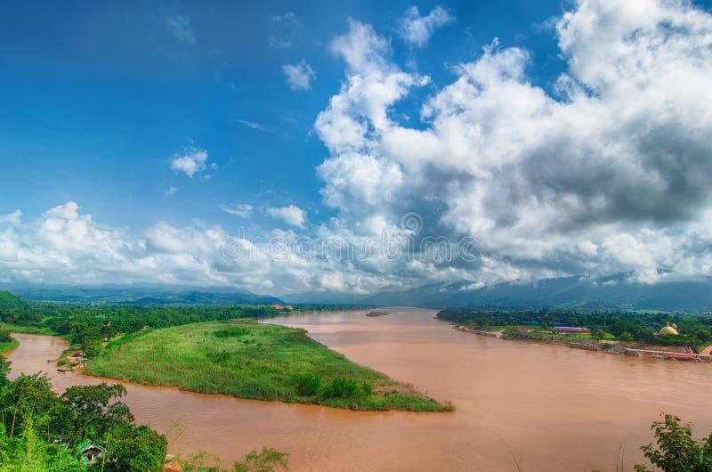金黄三角,从泰国的看法的地区向缅甸 湄公河的地方,毗邻泰国三个的国家- 库存照片