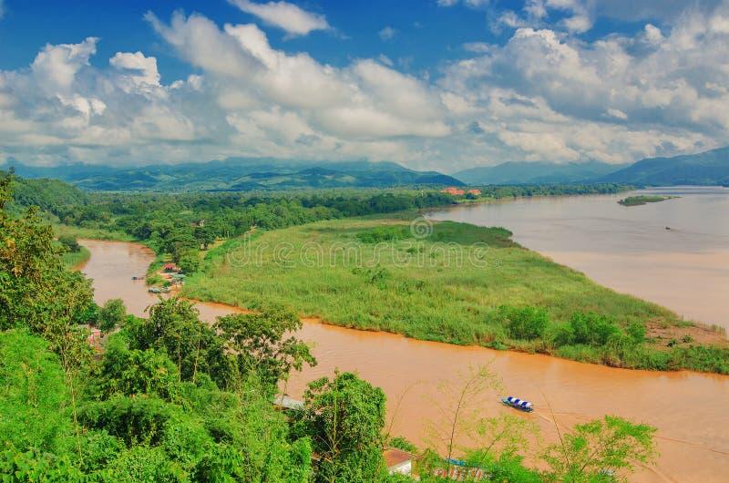 金黄三角,从泰国的看法的地区向缅甸 库存照片