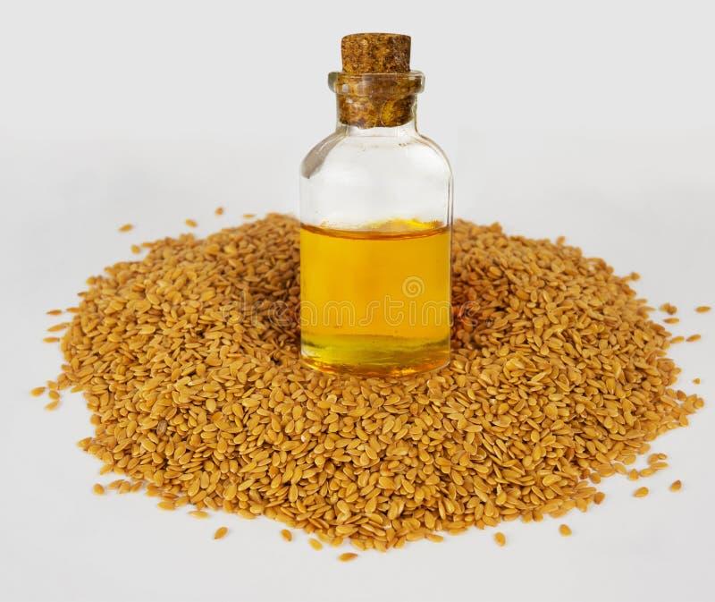 金黄亚麻籽和亚麻油 超级食物 免版税库存照片