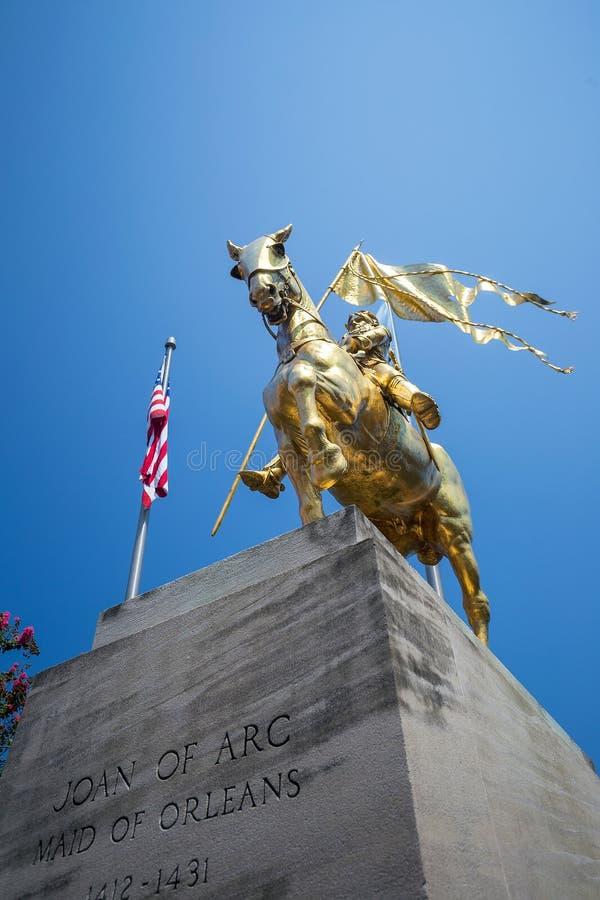 金黄古铜色雕象圣贞德 库存图片