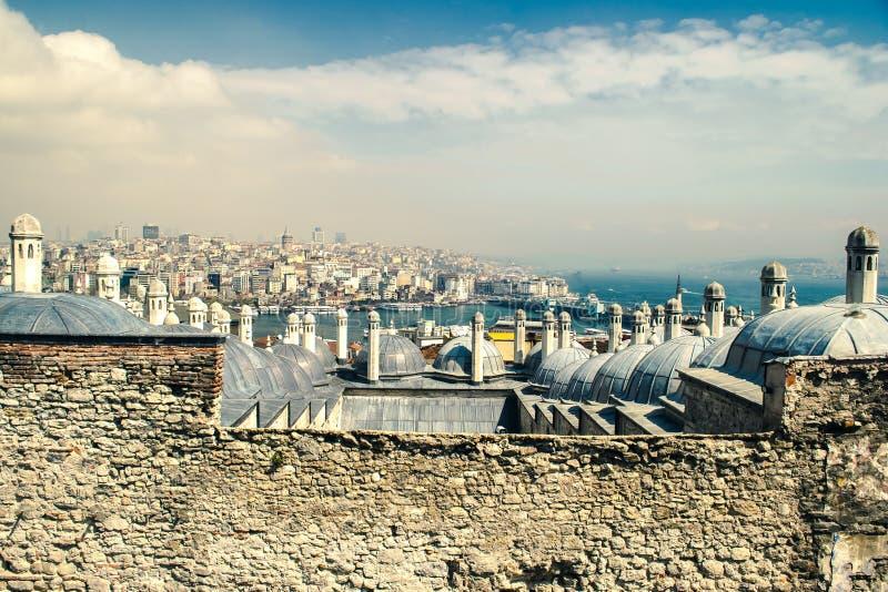 金黄垫铁、Bosphorus和加拉塔全景 图库摄影