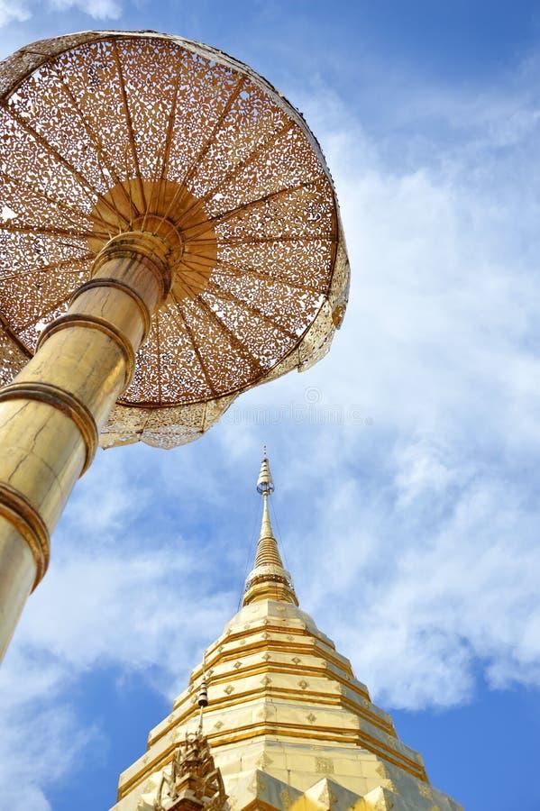 金黄塔在泰国包含在古庙的菩萨灰 免版税图库摄影