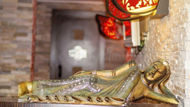 金黄放置的Budha雕象 免版税库存照片