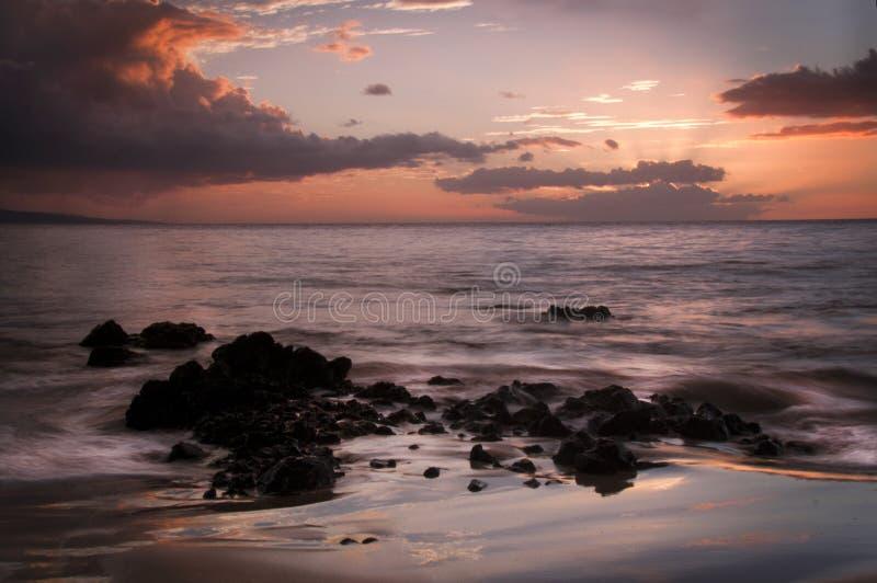 金黄日落Keawakapu海滩毛伊夏威夷 免版税库存照片