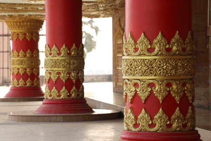 金黄柱子 库存图片