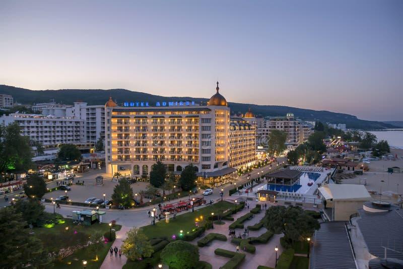 金黄沙子海滩胜地-空中夜视图,保加利亚 免版税库存照片