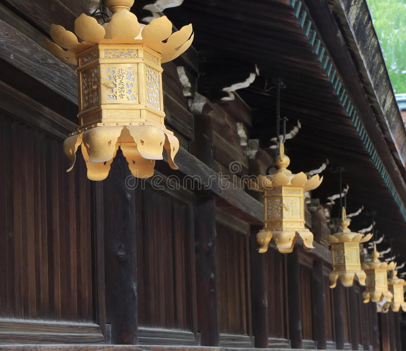 金黄灯笼京都日本 免版税图库摄影