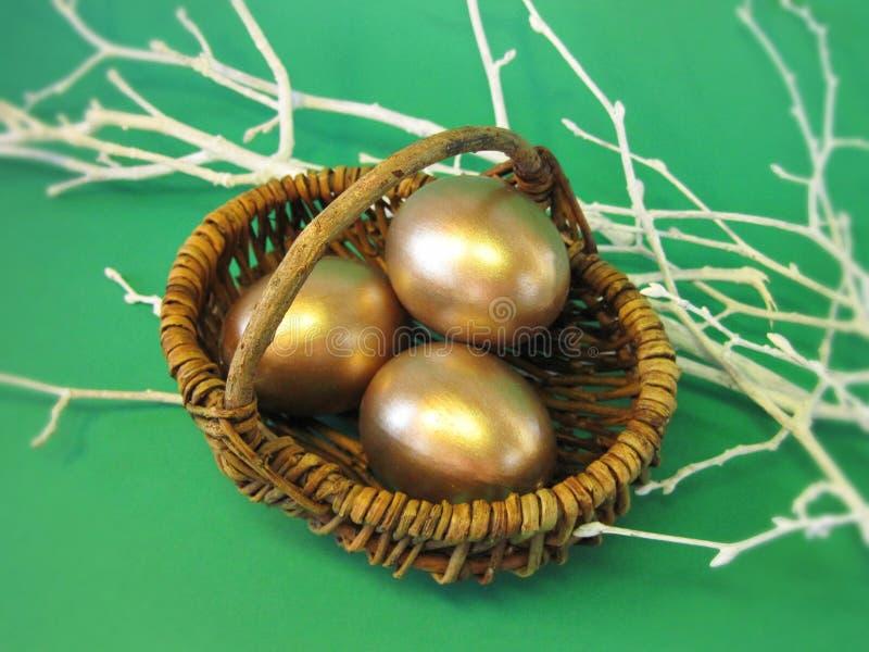 金黄的复活节彩蛋 库存图片