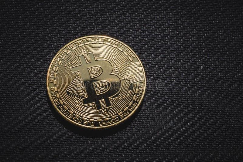 金黄硬币Bitcoin,网络企业金钱宏观照片  库存图片