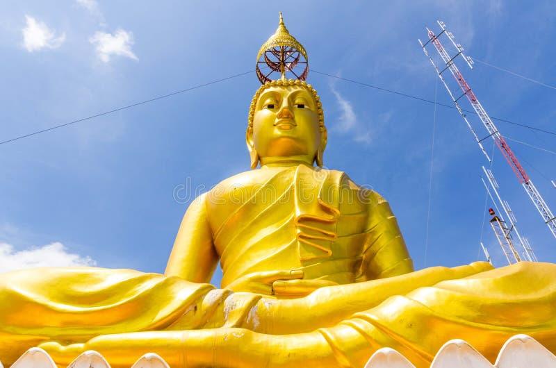 金黄菩萨大雕象在万神殿 库存照片