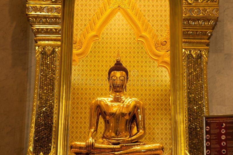 菩萨金黄菩萨寺庙。 库存照片