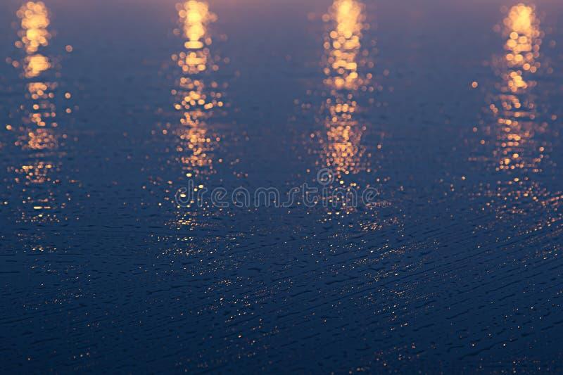金黄蓝色抽象背景,相似与日落 库存图片