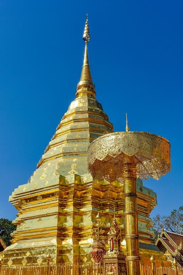金黄stupa在土井素贴寺庙,泰国 免版税图库摄影