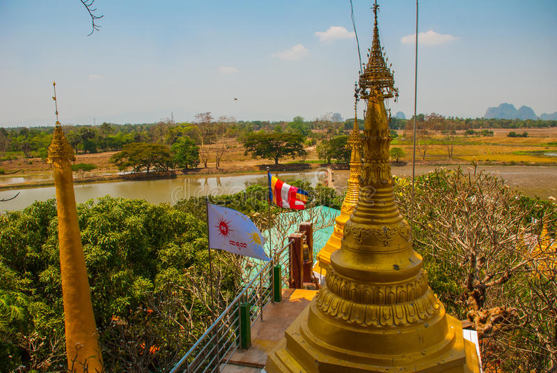 Download 金黄stupa 地方的美好的风景顶视图在城市毛淡棉, Hha-an附近的 缅甸 缅甸 编辑类库存照片 - 图片 包括有 反映, 佛教: 72354418
