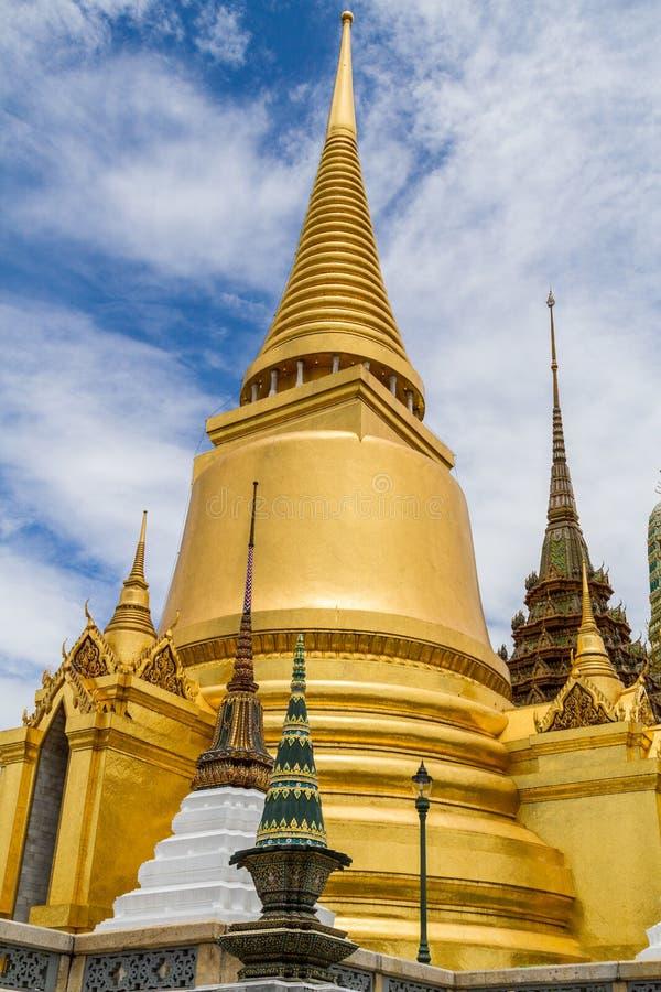 金黄stupa 库存照片