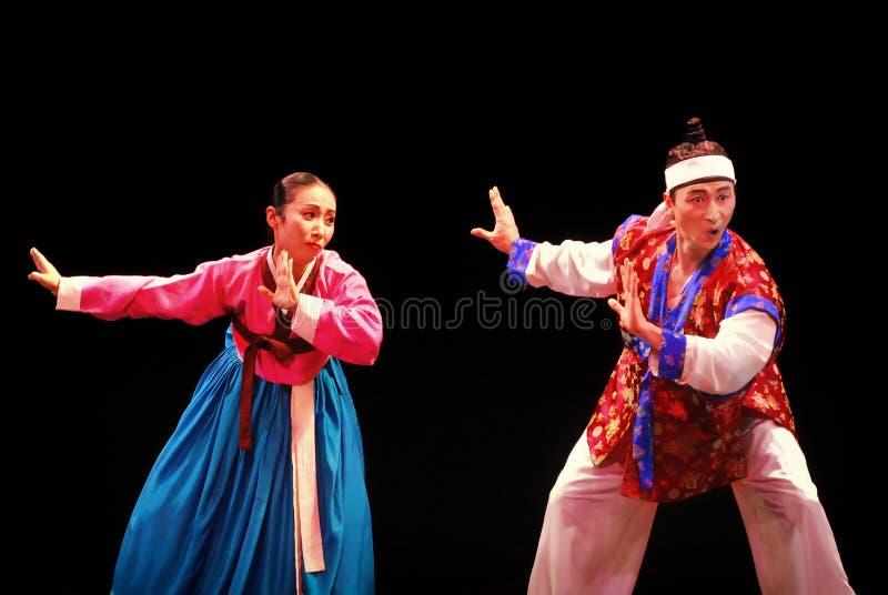 釜山韩国传统舞蹈的两个执行者 库存照片