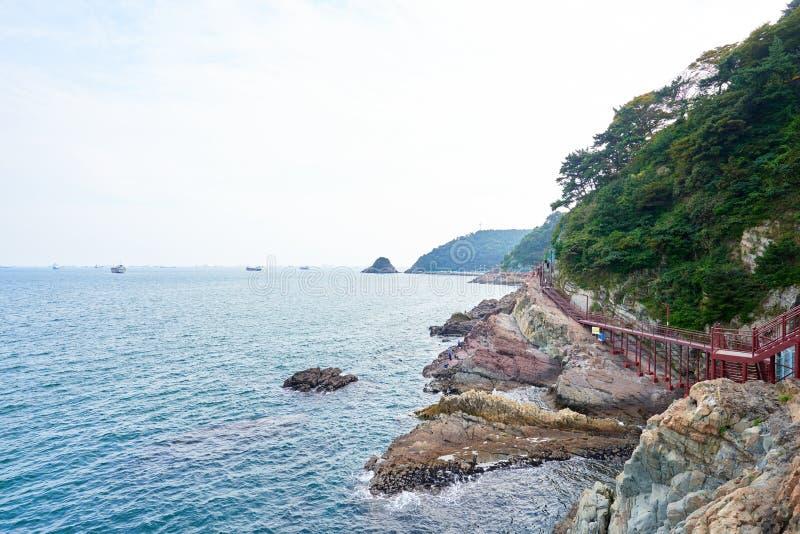 Download 釜山,韩国- 2015年9月20日:Songdo海岸博列gil 编辑类库存图片 - 图片 包括有 海洋, 金属: 62530334