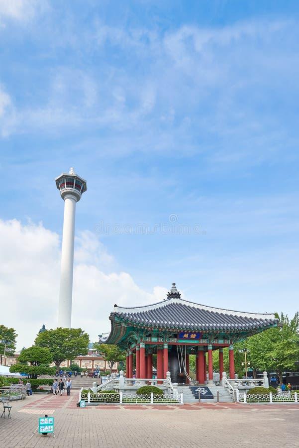 Download 釜山,韩国- 2015年9月20日:Yongdusan公园,釜山塔 编辑类照片 - 图片 包括有 正方形, 拱道: 62530321
