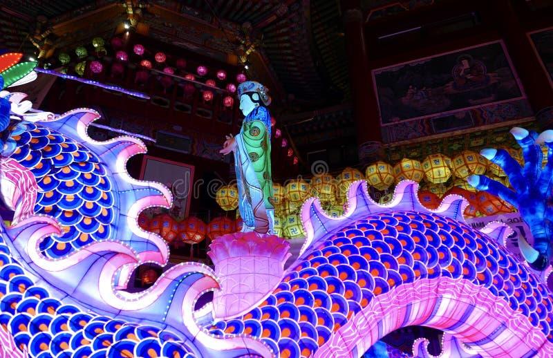 釜山,韩国5月4日2017年:用灯笼装饰的Samgwangsa寺庙 免版税图库摄影