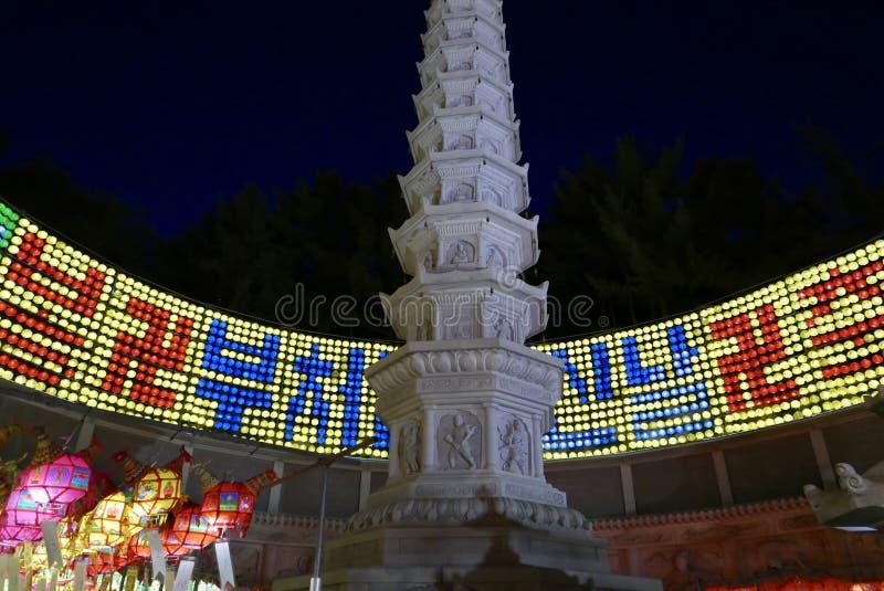 釜山,韩国5月4日2017年:用灯笼装饰的Samgwangsa寺庙 库存照片