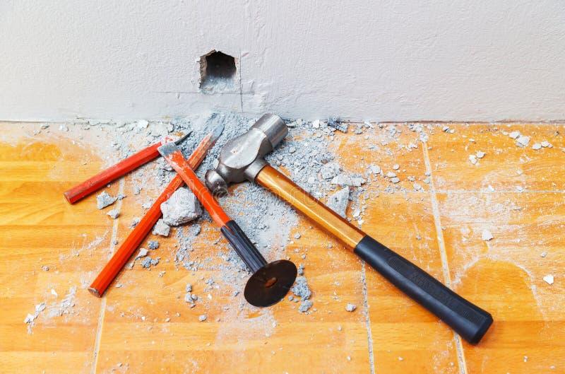 錾子和锤子 免版税库存照片