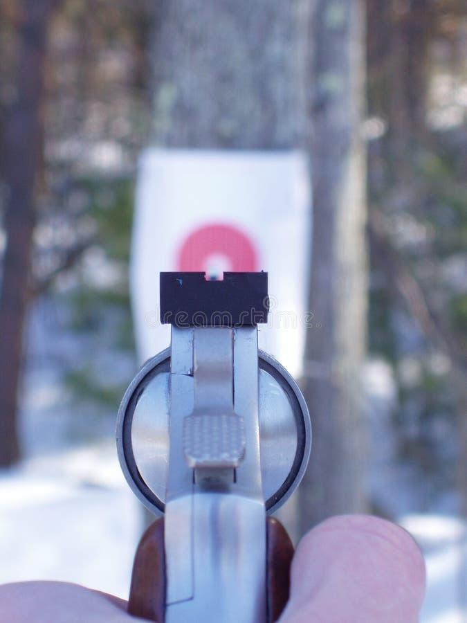 Download 针对性的左轮手枪目标 库存图片. 图片 包括有 眼睛, 重点, 理想, 手枪, 争取, 意图, 舷窗, 命中, 左轮手枪 - 63397