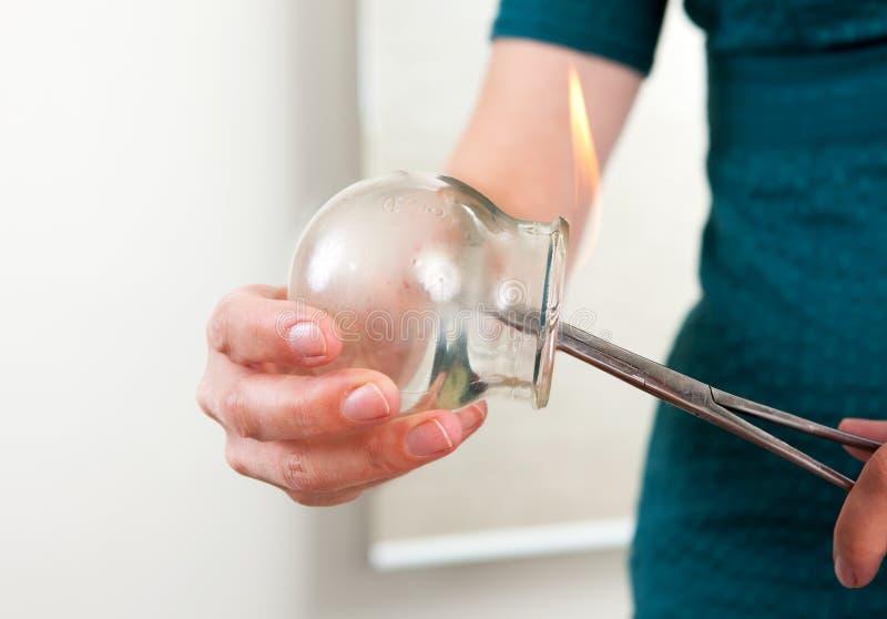 针灸电灯泡托起的详细资料 免版税库存照片