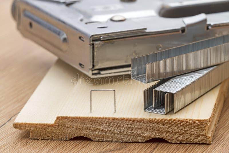 钉书针枪的钉书针 免版税库存图片