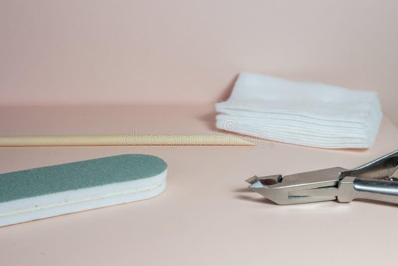 钉子艺术辅助部件,与修指甲的静物画 库存图片