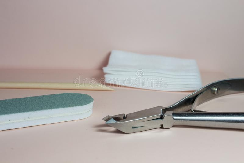钉子艺术辅助部件,与修指甲的静物画 免版税库存图片